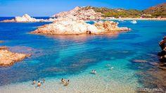 Minorka jest uroczym miejscem na Hiszpańskich Balearach, wyjątkowo lubiane przez zwiedzających o czym każdego roku można się przekonać napotykanych tu podróżników z całej Europy. Niebanalna zabudow...
