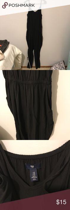GAP black jumpsuit 🖤 black strapless jumpsuit from GAP outlet. excellent condition, worn a couple times! even has pockets! GAP Pants Jumpsuits & Rompers