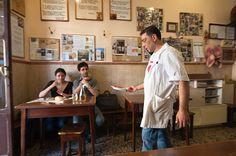 Er Buchetto er kanskje den kuleste lille lunsj-restauranten i Roma. Den, Chef Jackets, Restaurant, Coat, Fashion, Moda, Sewing Coat, Fashion Styles, Diner Restaurant