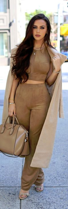 MONOCHROME | CAMEL / Fashion By The Beauty Bybel