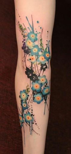 Watercolor tattoo designs are cropping up creating the buzz and trend in the tattoos section. Deviating Water color tattoos from the traditional tattoos. Mädchen Tattoo, Tattoo Motive, Piercing Tattoo, Body Art Tattoos, New Tattoos, Sleeve Tattoos, Forearm Tattoos, Skull Tattoos, Female Forearm Tattoo