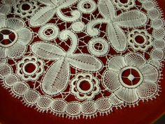 *Au point du plaisir* bobbin lace, fine bruges flower