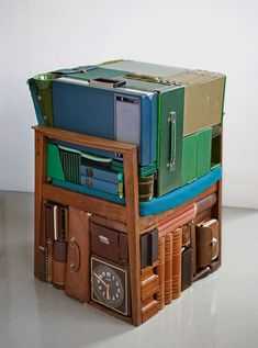 """Found object installations by Swedish artist Michael Johansson. """"Strolls through time and space"""" - Michael Johansson 2009 This really appeals to me. Things Organized Neatly, How To Lean Out, Found Art, Everyday Objects, Jouer, Art Plastique, Community Art, Wabi Sabi, Sculpture Art"""