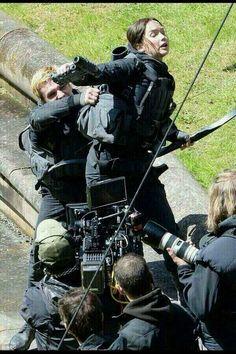 Jennifer Lawrence and Josh Hutcherson filming a hijacked Peeta scene on the set of Mockingjay, May 14th 2014.   (Yes.... that's Peeta trying to kill Katniss....)