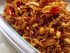 Kering Tempe, Fried Tempe mixed with peanut. My favourite Indonesian food Asian Recipes, Healthy Recipes, Ethnic Recipes, Sambal Recipe, Mie Goreng, Malay Food, Malaysian Food, Indonesian Cuisine, Indonesian Recipes