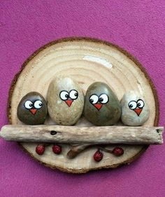 Best Easy Painted Rocks Ideas For Beginners (Rock Painting Inspirational & Stone Art) Pebble Painting, Pebble Art, Stone Painting, Stone Crafts, Rock Crafts, Arts And Crafts, Art Crafts, Rock Painting Ideas Easy, Rock Painting Designs
