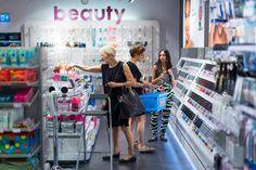 用質感設計商品、鮮明色彩,為顧客帶來正面快樂氣氛的生活用品店! - Shopping Design