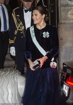 Victoria wore her brunette locks, as she typically does, in a low chignon and carried a box clutch also in a blue velvet Princess Victoria Of Sweden, Princess Estelle, Princess Caroline, Crown Princess Victoria, Crown Princess Mary, Beauty And Fashion, Fashion Looks, Royal Fashion, Low Chignon