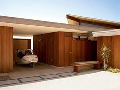 The beautiful Schneidman House designed by A. Quincy Jones in Crestwood Hills, Los Angeles. Discover its story clicking on the image.