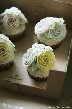 VERANDA STUDIO Butter cream flower cup cake