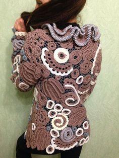 Купить или заказать Жакет ' Одри Хепбёрн ' в интернет-магазине на Ярмарке Мастеров. Жакет, связан в технике ирландского кружева. Разные виды шерсти. Прилагается поясок. Под заказ можно в любом цвете и …