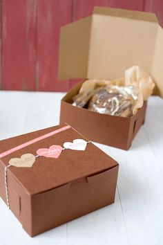 I love this cute packaging for cookies - also there is a recipe for white chocolate & cherry shortbread cookies