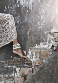Shell Bracelet - Very feminine boho wear. Gypsy Style, Hippie Style, Bohemian Style, Bohemian Beach, Boho Hippie, Boho Gypsy, Hippie Vibes, Modern Hippie, Hippy Chic