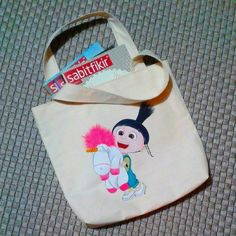 Agnes cotton bag.