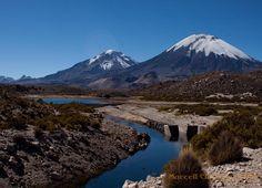 Volcanes Parinacota (6348m) y Pomerape (6282m) - nevados de Payachatas (dioses) en invierno. Tierra hermosa con pueblo súper amable! . . . #parinacota #pomerape #aricayparinacota #Chile #altiplano #desierto #explora #explore #aventura #adventure #trekking #highaltitude #volcanoes #volcanes #mountains #montaña #sernatur #conaf #laucanationalpark #lauca