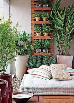 Pequeno jardim para o descanso.  Fotografia: www.decorfacil.com.