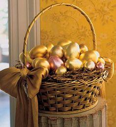 Koszyk wielkanocny z kolorze złotym