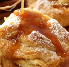 Caramel Apple Popovers - Made using only 3 ingredients - Recipes Pink Just Desserts, Delicious Desserts, Dessert Recipes, Yummy Food, Scones, Strudel, Apple Recipes, Sweet Recipes, Bread Recipes