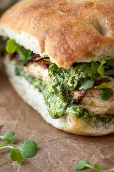 Grilled Chicken Sandwiches, Gourmet Sandwiches, Chicken Sandwich Recipes, Soup And Sandwich, Crockpot Recipes, Cooking Recipes, Healthy Recipes, Recipes With Pesto, Cleaning Recipes