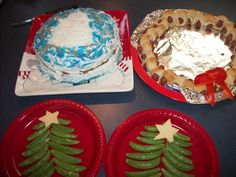 I had so much fun planning/making these treats for a party for dd: kolache wreath, snap pea xmas trees and cake. I also made strawberry santa hats, but they didn't turn out so well. Merry Xmas!!