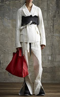 Get inspired and discover Marni Flash Collection trunkshow! Shop the latest Marni Flash Collection collection at Moda Operandi. Fashion Details, Look Fashion, High Fashion, Fashion Show, Fashion Design, Fashion Trends, Fashion 2018, Older Women Fashion, Womens Fashion