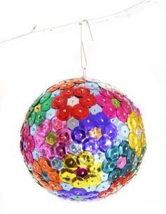DIY tutorials for styrofoam ball Christmas ornaments that are quick and easy to make. Since mishaps are easy to undo, many of them are suitable for kids. Sequin Ornaments, Easy Ornaments, Beaded Christmas Ornaments, Ornament Crafts, How To Make Ornaments, Christmas Crafts, Christmas Decorations, Christmas Tree, Flower Ornaments