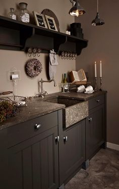 Color of the kitchen. Kitchen Dinning, Old Kitchen, Kitchen Pantry, Rustic Kitchen, Country Kitchen, Kitchen Decor, Kitchen Design, Brown Kitchens, Home Kitchens