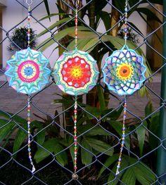 Mandalas crocheted over CDs...what a cute idea!