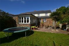 A 3 bed/3 reception room house in St Agnes