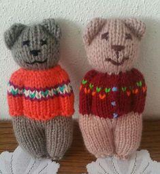 Baby Knitting Patterns Animals Cute lil knitted teddy bear in a sweater. Animal comfort dolls pattern by p k olson – Artofit Netter lil gestrickter Teddybär in einer Strickjacke. Loom Knitting, Knitting Patterns Free, Free Knitting, Baby Knitting, Crochet Patterns, Knitted Dolls, Crochet Toys, Knit Crochet, Diy Quilt