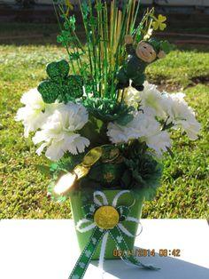 New Gift Holiday St Patrick`s Day Arrangement Silk Flower Floral Basket Decor