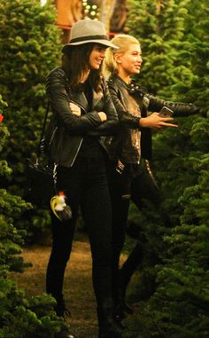 Kendall Jenner and Hailey Baldwin Shop for Christmas Trees, Wage War With Justin Bieber!  Kendall Jenner and Hailey Baldwin