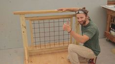 Deck Railing With Hogwire Panels How to build a hog wire 038 wood fence Wire Deck Railing, Deck Railing Design, Patio Design, Porch Railings, Hog Wire Fence, Cable Railing, Porch Gate, Indoor Railing, Wood Fences