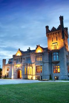 Want that quintessential Irish experience?! Then check out this list of the best castle hotels in Ireland. From Castle Leslie to Clontarf Castle, Adare Manor and more. Your Irish vacation will be like something out of a movie. From Monaghan to Limerick and beyond. Castle Hotels In Ireland, Castles In Ireland, Adare Manor, Stay In A Castle, Beautiful Castles, Ireland Travel, Hotel Spa, Places To Go, Countryside