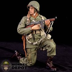 Soldier Story produces a high detail action figure based on a soldier from the US Army Airborne at Bastonge during WWII. Featuring accurate one sixth scale uniform and equipment. Military Diorama, Military Art, Military History, American Soldiers, Toy Soldiers, Ww2 Uniforms, Military Uniforms, American Uniform, Tactical Training