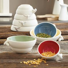 busy bee ceramic measuring cups - how nice to have the measuring at hand instead of hidden in a drawer,
