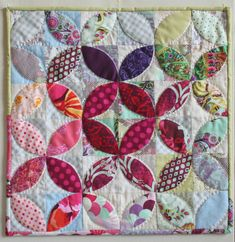 Tea leaves mini quilt.  Love the fading out toward the outside of the quilt.