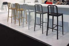Le nouveau tabouret 111 NAVY d'Emeco, déclinaison de la chaise du même nom, a été présenté à l'ICFF de New-York 2017. Il est composé en grande partie de bouteilles en plastique recyclé.  #tabouret #111navy #design #emeco #dharma #bar #ilotcentral