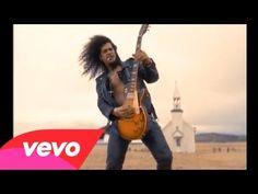 1992: Guns N' Roses releases a 9min video for power ballad November Rain starring then-girlfriend Stephanie Seymour wearing that iconic wedding dress. It also included a pretty epic Slash-in-the-desert solo. #TurnofStyle