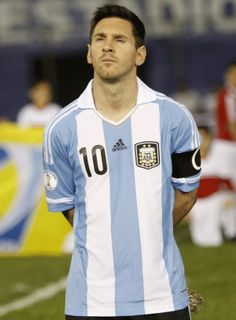 Here is Lionel Messi. I like how he plays the game of football and how he makes dreams come true of many sick children around the world Lionel Messi, Cr7 Vs Messi, Messi 10, Neymar, Football Messi, God Of Football, Messi Soccer, National Football Teams, Good Soccer Players