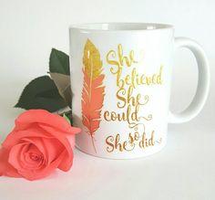 Source d'inspiration Mug - Inspirational Gift - elle croyait qu'elle pouvait donc elle l'a fait - feuille d'or Faux - cadeaux pour sa typographie - tasse à café -