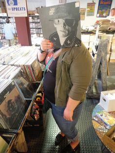 Sleeveface - lidé drží rukávy vinylové desky a obaly před jejich tvářích - Část 6