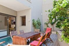 FeelHome Israel Apartments - Yishkan Street Tel Aviv Offering accommodation with air conditioning, FeelHome Israel Apartments - Yishkan Street is situated in Tel Aviv, 300 metres from Nachalat Benyamin Crafts Fair. Shenkin Street is 600 metres from the property.