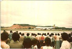 https://flic.kr/p/b5xqL | Primeiro Jumbo nos Guararapes Abr 1980 Lufthansa_3 | Recife. Abril de 1980.  Festa para os spotters.. Primeiro B 747 Jumbo a pousar no Recife. Lufthansa.