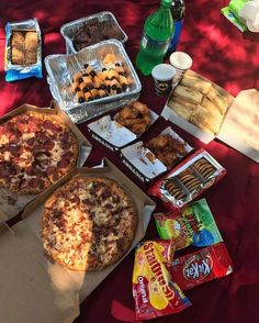 sleepover food I just want to say a huge THANK YOU to for yesterdays festival and for everything that your team is doing to encourage and Romantic Picnic Food, Picnic Date Food, Beach Picnic Foods, Picnic Ideas, Junk Food Snacks, Vegan Junk Food, Sleepover Snacks, Movie Night Snacks, Cute Food