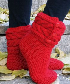 Free Knitting Pattern for Cable Cuff Boot Style Slippers - Boot style slippers with cable cuffs from Drops Design. Pictured project by Carmela-BiscuitKnitting patterns for cozy slipper socks and boot / bootie style slippers. Knit Slippers Free Pattern, Beanie Knitting Patterns Free, Knitting Socks, Knitting Designs, Free Knitting, Baby Knitting, Crochet Slipper Boots, Knit Boots, Knitted Slippers
