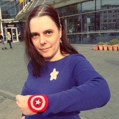 Captain America shield wrist cuff - Free crochet pattern by Selana