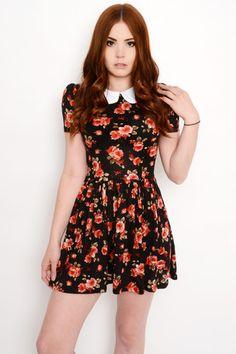 Custom made Flowery Peter Pan Collar Dress! Dress Outfits, Cute Outfits, Fashion Outfits, Peter Pan, Look Girl, Japanese Outfits, Collar Dress, Well Dressed, Flare Dress
