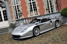 This is the 1996 Porsche 911 GT1  Straßenversion.