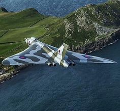 Avro Vulcan overhead the Northern Ireland coastline a few weeks ago. Caught by Frank Grealish Military Jets, Military Aircraft, Fighter Aircraft, Fighter Jets, Drones, Vickers Valiant, V Force, War Jet, Avro Vulcan